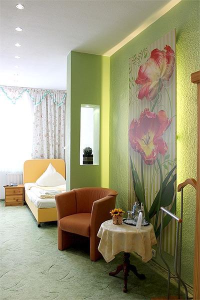 Hotelzimmer iv foto boulevardhotel s ngerstadt for Hotelzimmer teilen