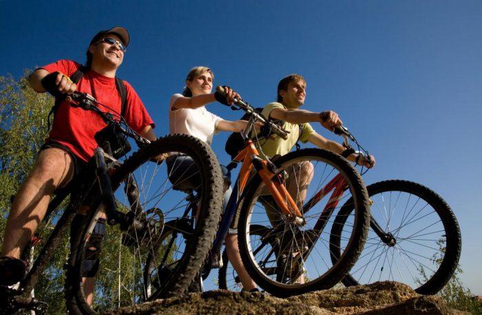 Freunde beim Radfahren  | Foto: