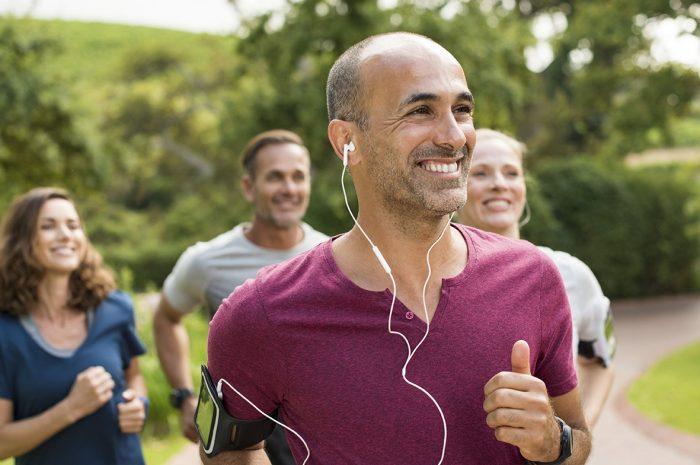 Nach bestandener sportmedizinischer Untersuchung steht dem aktiven Laufvergnügen nichts mehr im Weg. Foto: Rido / Fotolia