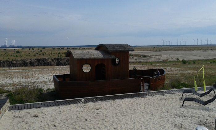 Holzschiff MIA am Cottbuser Ostsee    Foto: